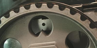 Этапы замены масляного насоса Чери Амулет. 3. Устанавливаем поршень первого цилиндра в верхней мертвой точке такта сжатия;